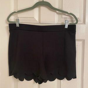 Express Scalloped edged Black Shorts W Sz Lg.